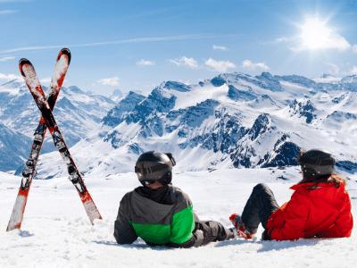 Practicar diversos deportes en montañas nevadas puede ser muy divertido